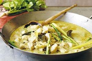 Thai chicken & asparagus curry with turmeric